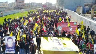 Marcha en Kobanî en solidaridad con Zülküf Gezen