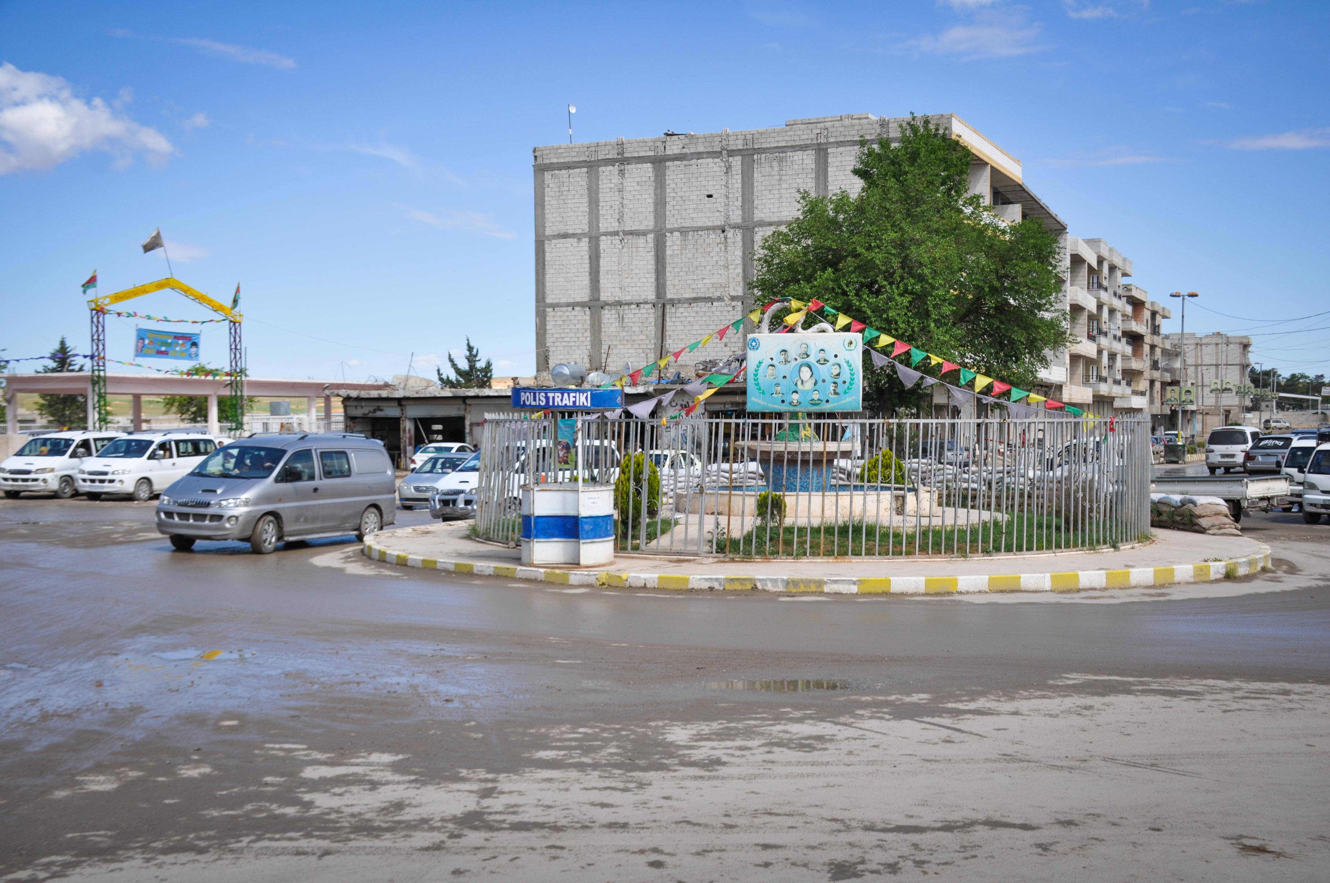 Pirsgirêka qerbalexê li Kobanê zêde bûye, şênî jî gazincan dikin