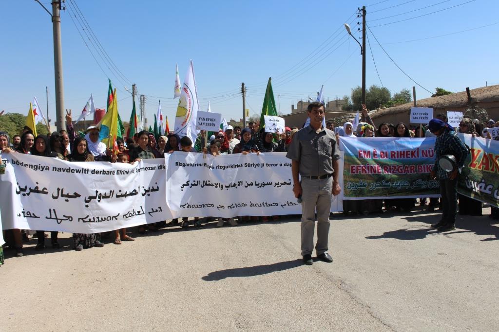 Şêniyên Qamişloyê ji bo Efrînê meşiyan