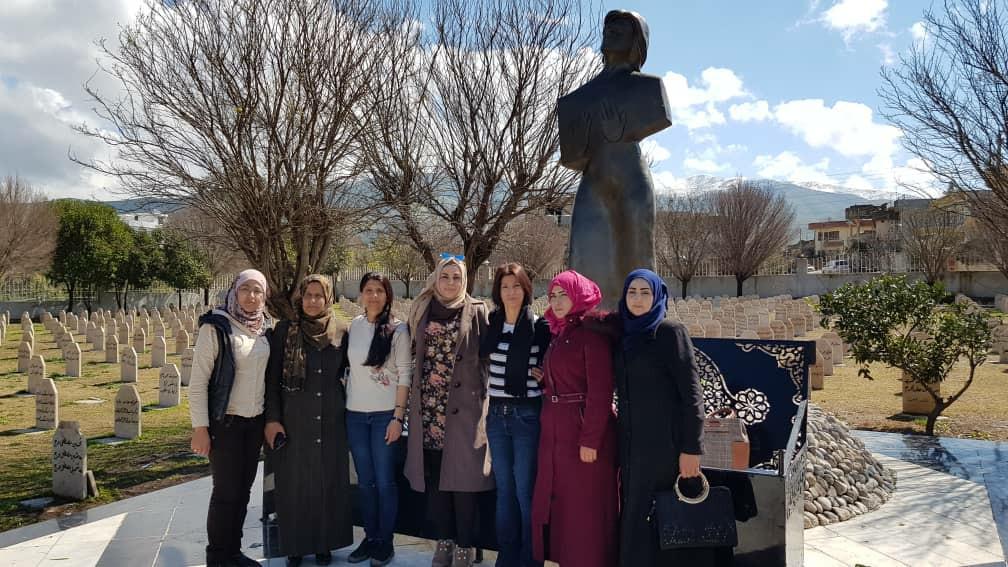 Женщины Севера и Востока Сирии посетили Кладбище Погибших в Халябче