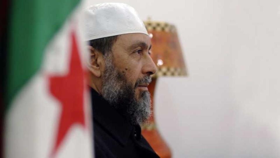 Cezayir'de eylemciler İhvancıları kovdu