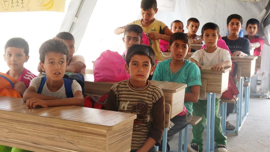 Kamptaki 3 bin öğrenci için okul açıldı