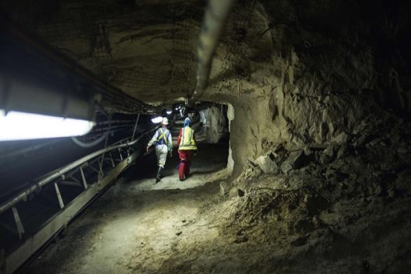 Çin'de altın madeninde patlama: 22 madenci mahsur