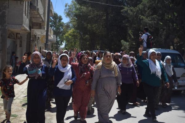 Kobanê halkı şehit ailelerine taziye ziyaretinde bulundu