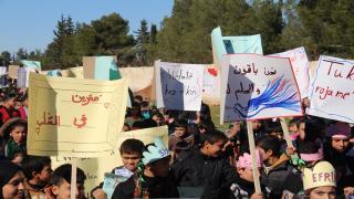 Efrînli öğrenci ve öğretmenler işgale karşı yürüdü