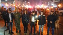 Rojavalı gençlerden Efrîn işgaline karşı meşaleli yürüyüş